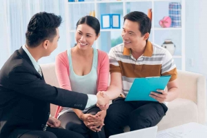 mortgage broker shaking hands with clients