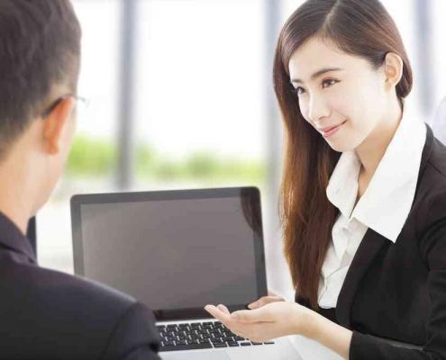 mortgage broker advising homeowner
