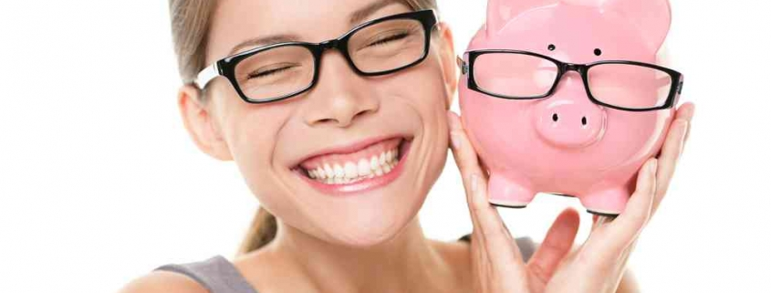 lady smiling with savings of home loan interests in piggy bank