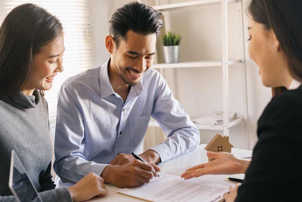 mortgage consultant advising on Singapore home loans